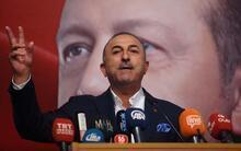 Bakan Çavuşoğlu: 'Yurtdışına kaçanların ensesindeyiz'