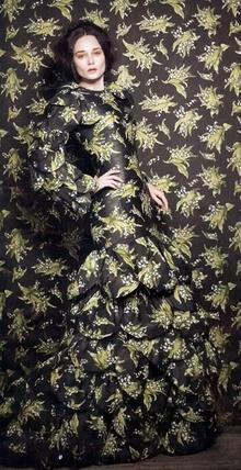 Duvar kağıdından elbiseler