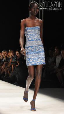Istanbul Fashion Weeek Ağustos 2010 - 1. Gün | ATIL KUTOĞLU Defilesi