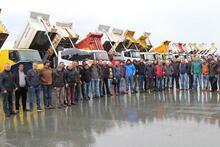 Havalimanı inşaatı önünde kamyoncu eylemi