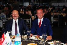 Ali Ağaoğlu'ndan dostlarına iftar yemeği