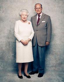 Kraliçe ve eşinden 'platin yıldönümü' kutlaması