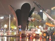 Ankara'da şimdi de Kızılay Meydanı'ndaki lale heykeli kaldırıldı