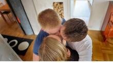 Karı koca aynı sevgiliyi paylaşıyor