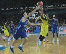 Fenerbahçe - Anadolu Efes: 77-69