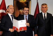 Trabzonspor'un yeni yönetimi mazbatasını aldı