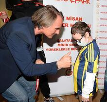Galatasaray'dan kanser hastası çocuklara cesaret madalyası