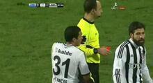 Sahaya atladı, Fernandes'i tekmeledi! 2 kırmızı kart...