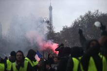 Kabus gibi gece! Paris'te sanat eserlerini parçaladılar