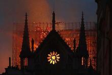 Notre Dame Katedrali için dünya ayaklandı! İşte o mesajlar...