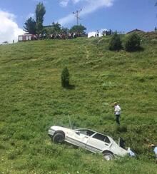 Otomobil yamaçtan yuvarlandı!
