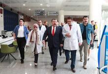 Sağlık Bakanı Koca, Nuri Pakdil'i hastanede ziyaret etti