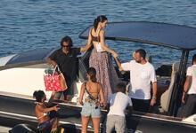 Kendall Jenner teknede aşka geldi!
