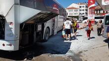 Büyük şok! Turistleri taşıyan otobüs yandı...