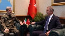Bakan Akar, İranlı mevkidaşı ile görüştü
