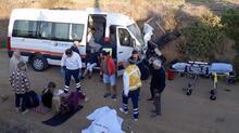 Ukraynalı turistleri taşıyan minibüs, traktörle çarpıştı