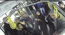 Halk otobüsünde dehşet! Şoförü yumrukladı