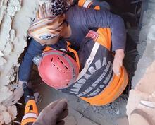 Son dakika: Elazığ'da depremin ardından Hatun Teyze böyle kurtarıldı