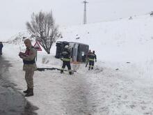 Erzurum'da halk otobüsü devrildi!
