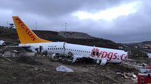 Son dakika | Sabiha Gökçen'de Pegasus'a ait uçağın pistten çıkıp parçalandığı o anlar