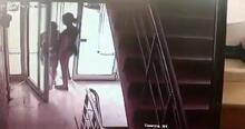 Apartman girişinde şoke eden olay! Genç kız neye uğradığına şaşırdı