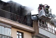 Evini ateşe verip; annesi, babası ve kardeşlerini uyandırıp kaçtı
