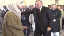 Cumhurbaşkanı Erdoğan Pakistan'da! Cuma namazında dikkat çeken görüntü