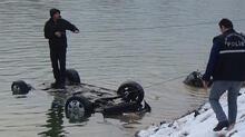 Gölete uçan otomobilden 1 kişinin cansız bedeni çıkarıldı