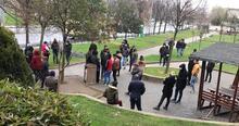 Sultangazi'de parkta toplanan günübirlik işçiler evlerine gönderildi