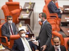Milletvekilleri Meclis'e maske ile geldi