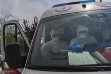 Ambulansla corona virüsle mücadelede 24 saat mesai!