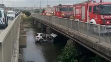 Silivri'de feci kaza! Dereye uçan aracın sürücüsü öldü