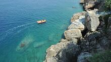 Antalya'da zıpkınla balık avladı, polisi görünce denize daldı