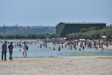 Menekşe Plajı'nda yoğunluk havadan fotoğraflandı