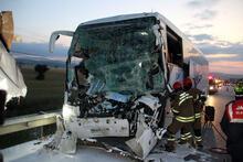 Son dakika... Uşak'ta yolcu otobüsü kaza yaptı! Ölü ve yaralılar var