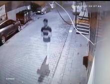 Pes dedirten görüntü! Kur'an-ı Kerim'i yırtarak çöpe attı