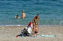 YSK nedeniyle kısıtlamadan muaf olan tatilciler, sahilleri doldurdu!