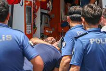 Antalya'da dehşet! 2 polisi bıçakladı