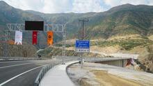 Güneydoğu'yu Doğu'ya bağlayacak Beğendik Köprüsü ulaşıma açıldı