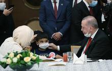 Cumhurbaşkanı Erdoğan şehit aileleri ile Beştepe'de!