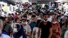 Eminönü'nde korkutan görüntü! Akın ettiler