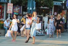 Antalya'da şok eden manzara! Kuralsız ve sosyal mesafesiz
