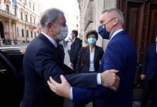 Bakan Akar, İtalya'da mevkidaşıyla görüştü