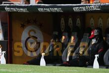 Galatasaray'da Belhanda'nın görüntüsü dikkat çekti! Telefonuyla...