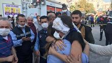 Son dakika...İzmir'de enkaz altından böyle kurtarıldı! O anlar kamerada...