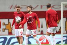 Son dakika haber: Galatasaray - Antalyaspor maçında Podolski tepkisi! 'Kadro dışı...'