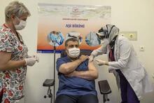 Tarihi an! Koronavirüs aşısı olan Bakan Koca'dan ilk sözler