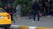 Taksim Meydanı'nda bayılma numarasıyla duygu sömürüsü