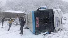 Yolcu otobüsü devrildi! Bölgeden ilk görüntüler