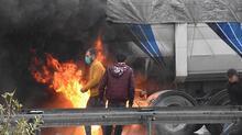 İzmir'de feci kaza! TIR'daki yangın zincirleme kazaya neden oldu